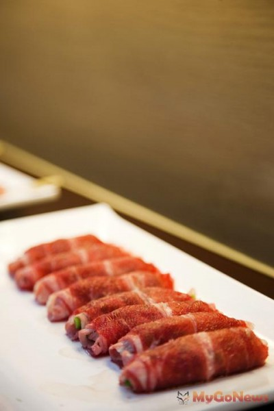 台北美食地產-陽明山【雲瀑燒烤】、最美的早餐店【哈斯達特】
