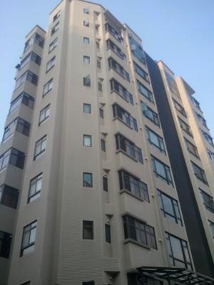 峰岳 峰岳大樓一樓門口,照片僅供社區介紹使用參考。